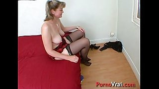 A very slutty family mother gets fucked! French amateur