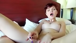 Amateur redhead babe gets nailed
